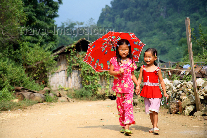 file: vietnam158 - Ba Be National Park - Vietnam: cute girls with umbrella