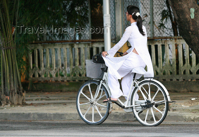 vietnam2: Hue - Vietnam: students have to dress the tradional long tunic - girl on a bike - photo by Tran Thai - (c) Travel-Images.com - Stock Photography agency - Image Bank