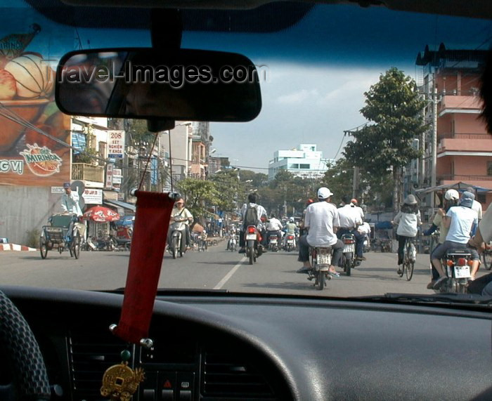 vietnam52: Vietnam - Ho Chi Minh city / Saigon: driving into town - photo by R.Ziff - (c) Travel-Images.com - Stock Photography agency - Image Bank