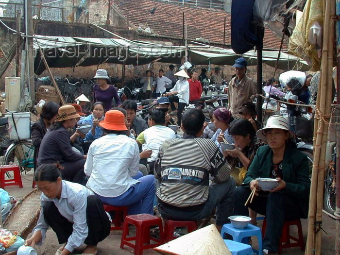 vietnam59: Hanoi / Ha Noi - Vietnam: lunch break - outside Don Xuan market - photo by Robert Ziff - (c) Travel-Images.com - Stock Photography agency - Image Bank