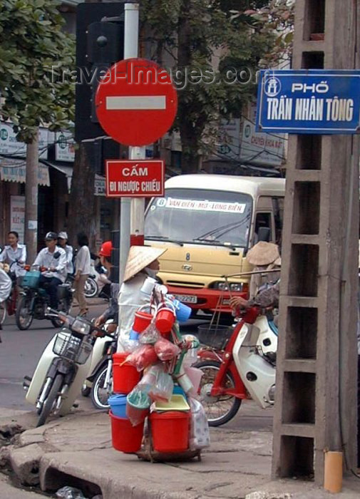 vietnam62: Hanoi - Vietnam: street corner - Pho Tran Nhan Tong - no entry sign - photo by Robert Ziff - (c) Travel-Images.com - Stock Photography agency - Image Bank