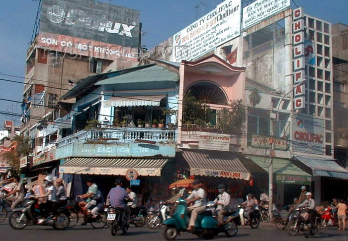 vietnam67: Vietnam - Ho Chi Minh city / Saigon: Street scene in front of Binh Tanh market - photo by R.Ziff - (c) Travel-Images.com - Stock Photography agency - Image Bank