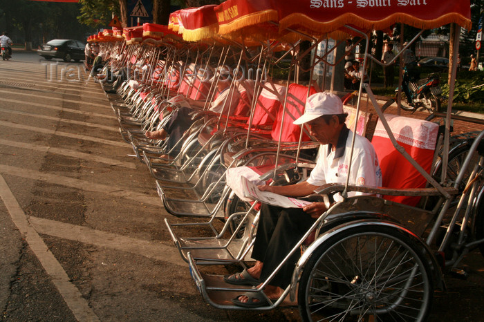 vietnam87: Hanoi - Vietnam - rickshaws wait for the tourists - photo by Tran Thai - (c) Travel-Images.com - Stock Photography agency - Image Bank