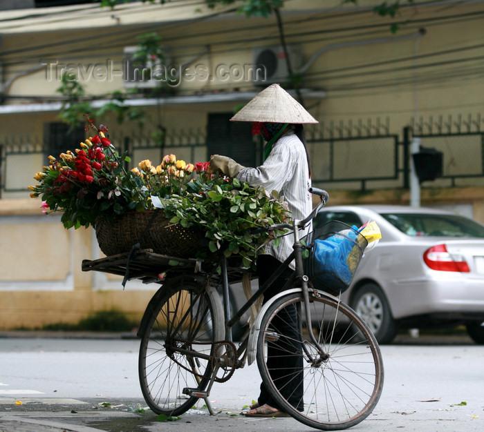 vietnam89: Hanoi - Vietnam - flower vendor on a bike - photo by Tran Thai - (c) Travel-Images.com - Stock Photography agency - Image Bank