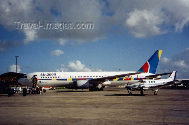virgin-us30: US Virgin Islands - St. Thomas: Cyril E. King airport - Air2000, Mancunian tourists return home on a Boeing 767-300 (photo by Miguel Torres) - (c) Travel-Images.com - Stock Photography agency - Image Bank