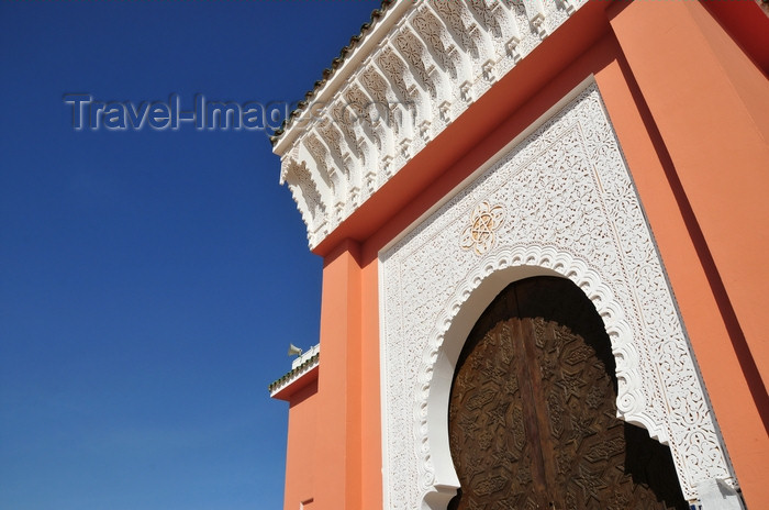 western-sahara102: Laâyoune / El Aaiun, Saguia el-Hamra, Western Sahara: gate and cornice - Moulay Abdel Aziz Great Mosque - photo by M.Torres - (c) Travel-Images.com - Stock Photography agency - Image Bank