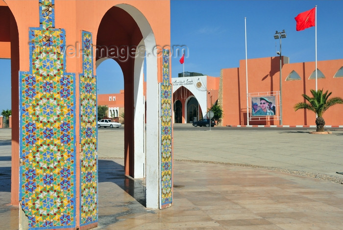western-sahara110: Laâyoune / El Aaiun, Saguia el-Hamra, Western Sahara: Place du Mechouar - tiles on a tower base and the congress hall - photo by M.Torres - (c) Travel-Images.com - Stock Photography agency - Image Bank