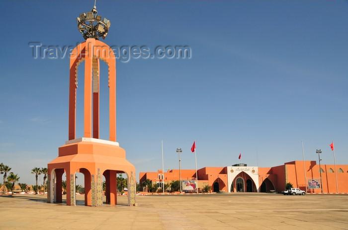 western-sahara111: Laâyoune / El Aaiun, Saguia el-Hamra, Western Sahara: Place Mechouar and the congress hall - photo by M.Torres - (c) Travel-Images.com - Stock Photography agency - Image Bank
