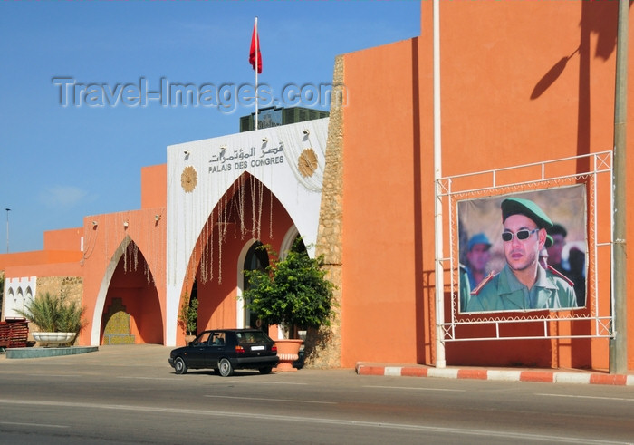 western-sahara114: Laâyoune / El Aaiun, Saguia el-Hamra, Western Sahara: Palais des Congrés and a portrait of King Mohammed VI in battledress, just in case the locals have any doubts about who calls the shots  - Place du Mechouar - photo by M.Torres - (c) Travel-Images.com - Stock Photography agency - Image Bank