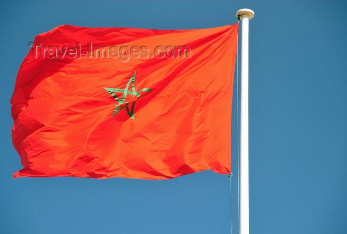 western-sahara118: Laâyoune / El Aaiun, Saguia el-Hamra, Western Sahara: Place du Mechouar - flag of Morocco, marking its control - interlaced pentangle - photo by M.Torres - (c) Travel-Images.com - Stock Photography agency - Image Bank