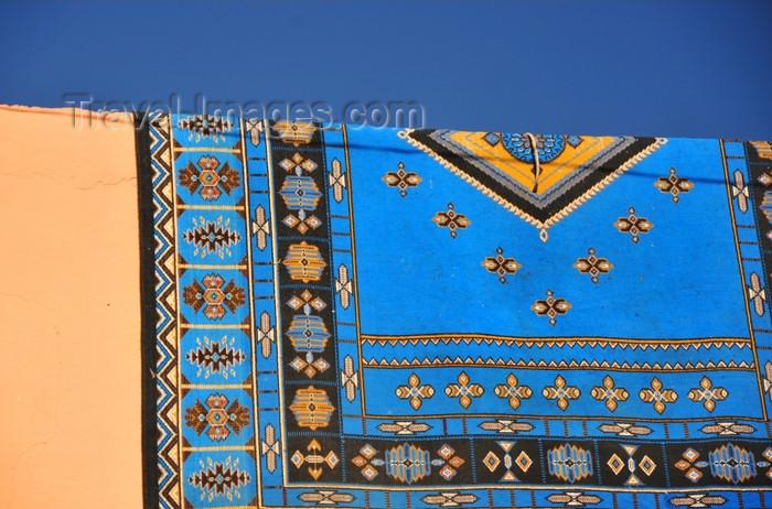 western-sahara12: Laâyoune / El Aaiun, Saguia el-Hamra, Western Sahara: carpet on a façade - photo by M.Torres - (c) Travel-Images.com - Stock Photography agency - Image Bank