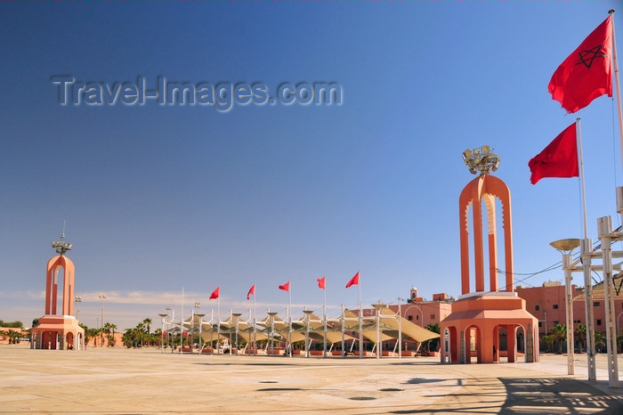 western-sahara121: Laâyoune / El Aaiun, Saguia el-Hamra, Western Sahara: Place du Mechouar - flags and towers as markers and 'sails' for some shade - photo by M.Torres - (c) Travel-Images.com - Stock Photography agency - Image Bank