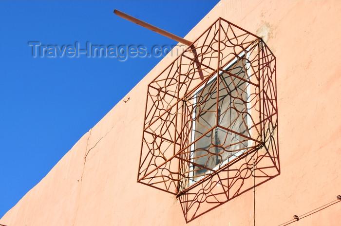 western-sahara13: Laâyoune / El Aaiun, Saguia el-Hamra, Western Sahara: caged window - Blvd ek-Kairaouane - photo by M.Torres - (c) Travel-Images.com - Stock Photography agency - Image Bank