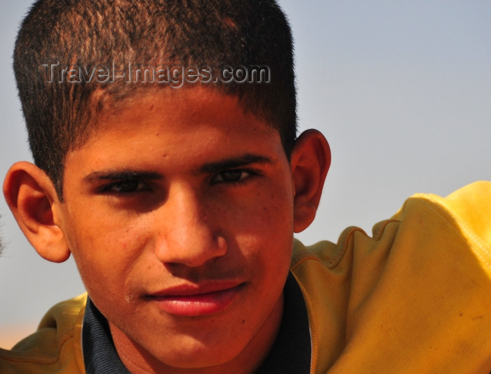 western-sahara15: Laâyoune / El Aaiun, Saguia el-Hamra, Western Sahara: Sahrawi teenager - photo by M.Torres - (c) Travel-Images.com - Stock Photography agency - Image Bank