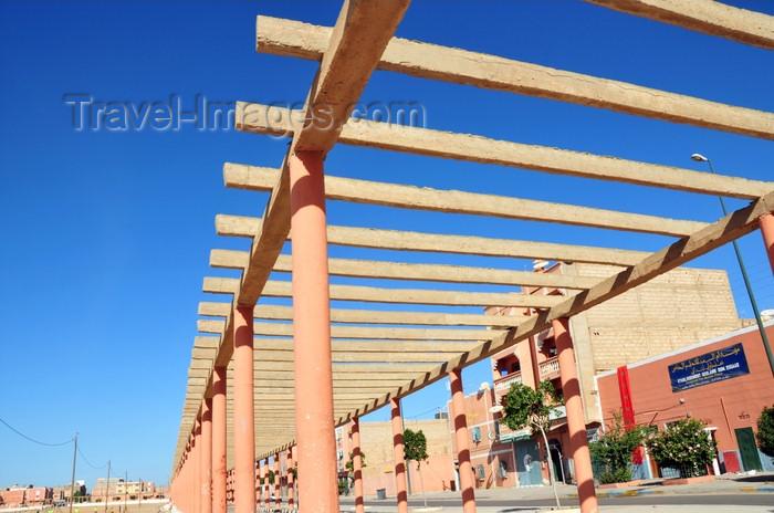 western-sahara19: Laâyoune / El Aaiun, Saguia el-Hamra, Western Sahara: pergola along Blvd Place Oum Saad - Place Oum Saad - photo by M.Torres - (c) Travel-Images.com - Stock Photography agency - Image Bank