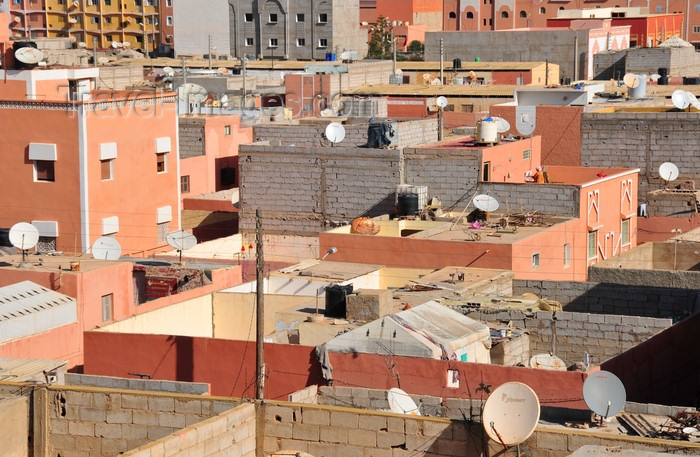 western-sahara22: Laâyoune / El Aaiun, Saguia el-Hamra, Western Sahara: terraces and satellite dishes of Colomina district - photo by M.Torres - (c) Travel-Images.com - Stock Photography agency - Image Bank