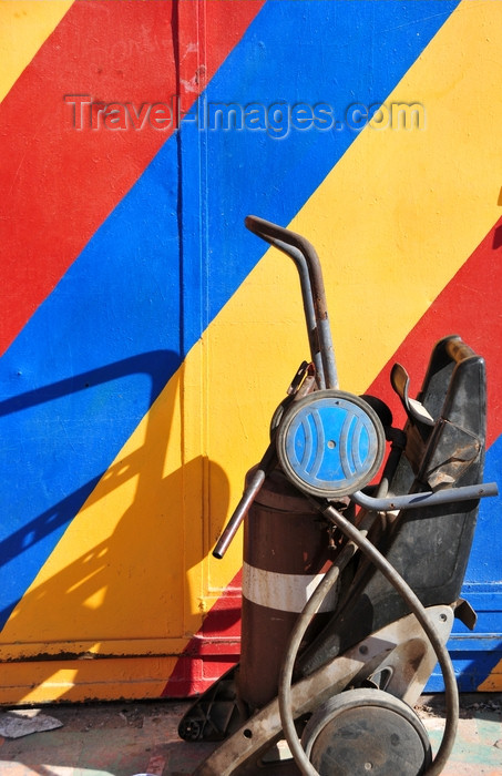 western-sahara23: Laâyoune / El Aaiun, Saguia el-Hamra, Western Sahara: rainbow and compressed air at a automobile repair shop - Colomina district - photo by M.Torres - (c) Travel-Images.com - Stock Photography agency - Image Bank