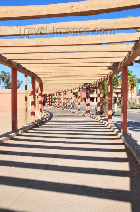 western-sahara31: Laâyoune / El Aaiun, Saguia el-Hamra, Western Sahara: probably the longest pergola in the world - beams and shadows - Place Oum Saad - photo by M.Torres - (c) Travel-Images.com - Stock Photography agency - Image Bank