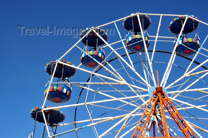 western-sahara32: Laâyoune / El Aaiun, Saguia el-Hamra, Western Sahara: Ferris wheel - Place Oum Saad - photo by M.Torres - (c) Travel-Images.com - Stock Photography agency - Image Bank