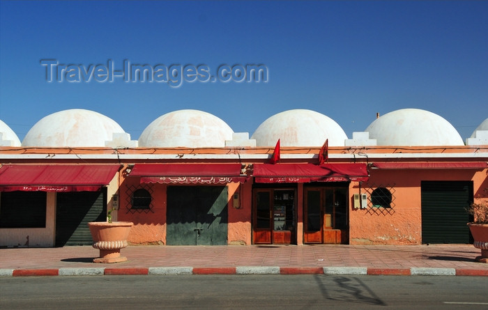 western-sahara65: Laâyoune / El Aaiun, Saguia el-Hamra, Western Sahara: white domes at the artisans center - Blvd de Mekka - photo by M.Torres - (c) Travel-Images.com - Stock Photography agency - Image Bank