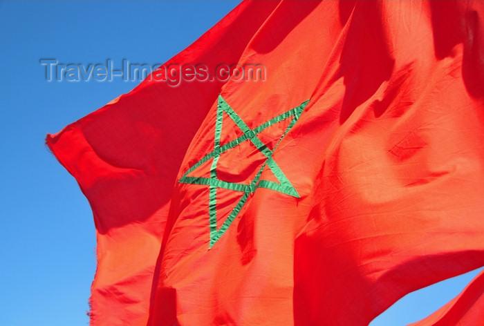 western-sahara66: Laâyoune / El Aaiun, Saguia el-Hamra, Western Sahara: Moroccan flag - green Seal of Solomon - interwoven green pentagram centered on a red field - Blvd de Mekka - photo by M.Torres - (c) Travel-Images.com - Stock Photography agency - Image Bank