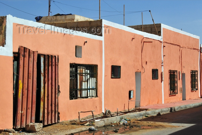 western-sahara86: Laâyoune / El Aaiun, Saguia el-Hamra, Western Sahara: houses in the Colonial district - photo by M.Torres - (c) Travel-Images.com - Stock Photography agency - Image Bank