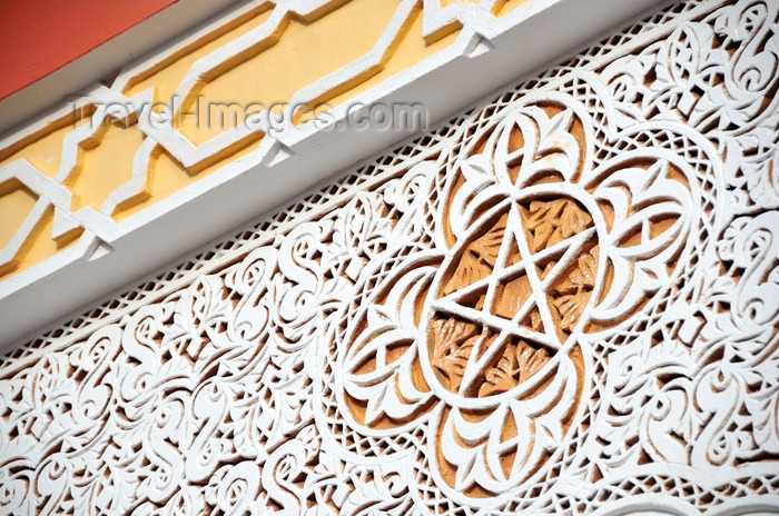 western-sahara99: Laâyoune / El Aaiun, Saguia el-Hamra, Western Sahara: decoration above the central arch - Moulay Abdel Aziz Great Mosque - photo by M.Torres - (c) Travel-Images.com - Stock Photography agency - Image Bank