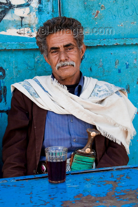 yemen106: Amran, Yemen: local man at tea shop - Jambiya at the waist - photo by J.Pemberton - (c) Travel-Images.com - Stock Photography agency - Image Bank