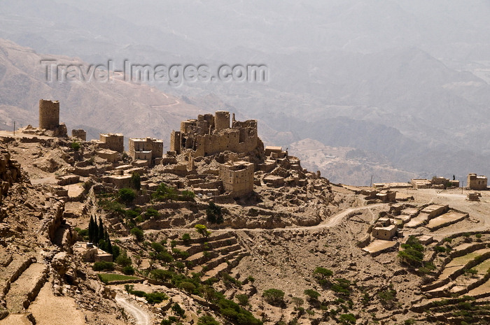 yemen107: Central mountains, Hajjah governorate, Yemen: mountain village built on a ridge among agricultural terraces - photo by J.Pemberton - (c) Travel-Images.com - Stock Photography agency - Image Bank