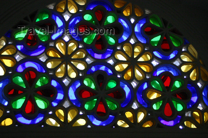 yemen11: Wadi Dhahr, Al-Mahwit Governorate, Yemen: stained-glass takhrim window at the Rock Pallace / Dar al-Hajar Palace - plaster fretwork filled with colored glass - photo by E.Andersen - (c) Travel-Images.com - Stock Photography agency - Image Bank