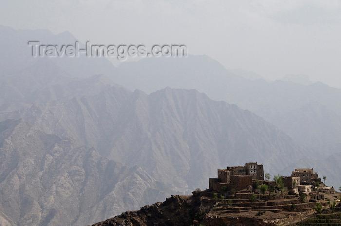 yemen111: Hajjah governorate, Yemen: mountain village seen from Hajjah citadel - photo by J.Pemberton - (c) Travel-Images.com - Stock Photography agency - Image Bank