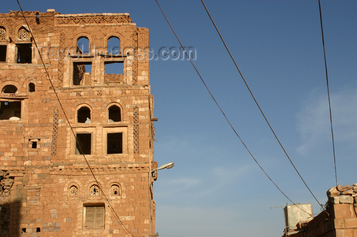 yemen32: Yemen - Kawkaban - Al-Mahwit Governorate - house standing as a ruin - photo by E.Andersen - (c) Travel-Images.com - Stock Photography agency - Image Bank