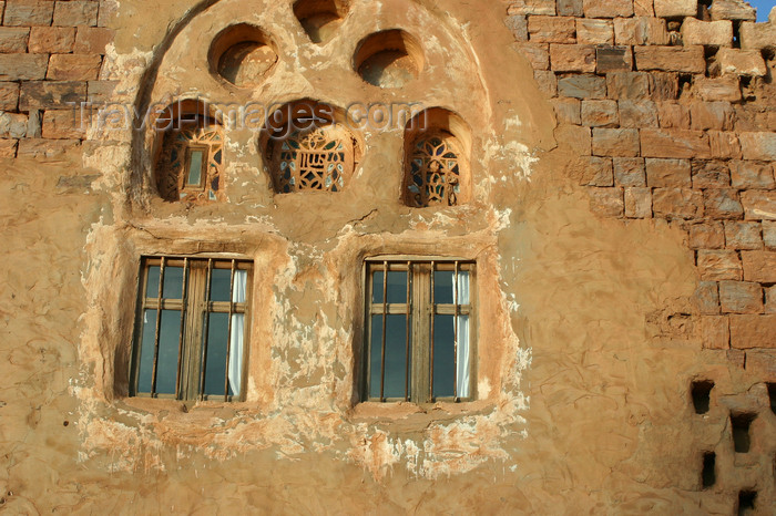 yemen33: Kawkaban, Al-Mahwit Governorate, Yemen: traditional windows and stone masonry - photo by E.Andersen - (c) Travel-Images.com - Stock Photography agency - Image Bank