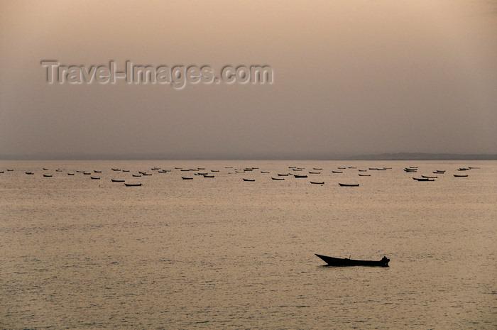 yemen54: Ras Sharma, Hadhramaut Governorate, Yemen: fishing boats - Arabian Sea - Gulf of Aden - photo by J.Pemberton - (c) Travel-Images.com - Stock Photography agency - Image Bank