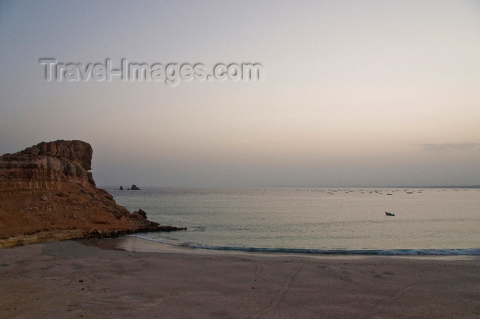 yemen55: Ras Sharma, Hadhramaut Governorate, Yemen: turtle sanctuary beach with fishing boats - turtle tracks, beach, cove and cliffs - photo by J.Pemberton - (c) Travel-Images.com - Stock Photography agency - Image Bank