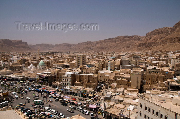 yemen57: Sayun / Seiyun / Say'un, Hadhramaut Governorate, Yemen: view over the town - capital of the sultanate of Kathiri till 1967, Aden Protectorate - photo by J.Pemberton - (c) Travel-Images.com - Stock Photography agency - Image Bank