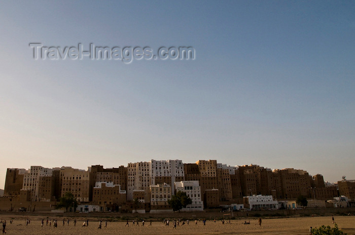 yemen61: Shibam, Hadhramaut Governorate, Yemen: locals playing soccer in front of Old town - photo by J.Pemberton - (c) Travel-Images.com - Stock Photography agency - Image Bank