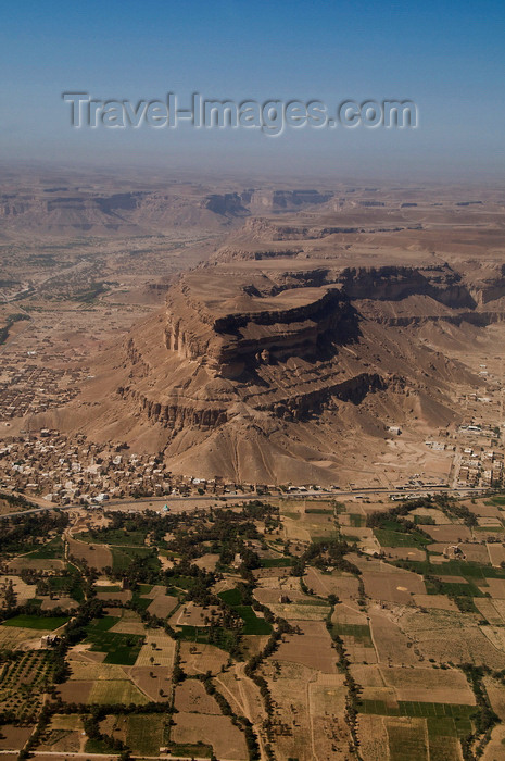 yemen78: Wadi Hadhramaut, Hadhramaut Governorate, Yemen: view of Wadi villages and fields from plane - photo by J.Pemberton - (c) Travel-Images.com - Stock Photography agency - Image Bank
