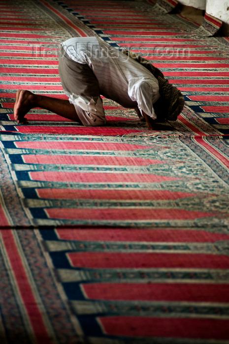yemen94: Zabid, Al Hudaydah governorate, Yemen: man praying at the Great Mosque - photo by J.Pemberton - (c) Travel-Images.com - Stock Photography agency - Image Bank