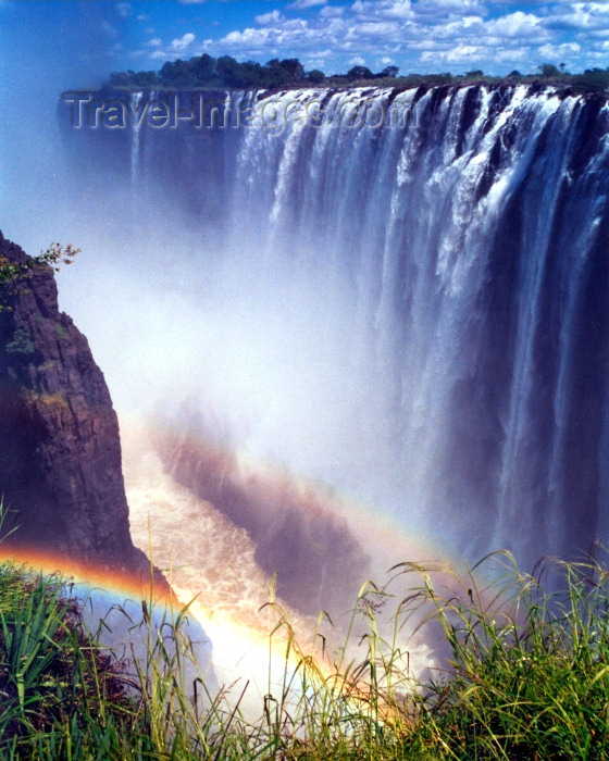 zambia3: Victoria Falls / Mosi-oa-Tunya,  Zambia: finding the rainbow - Unesco world heritage site - photo by B.Cloutier - (c) Travel-Images.com - Stock Photography agency - Image Bank