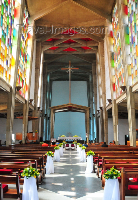 zambia39: Lusaka, Zambia: Anglican Cathedral of the Holy Cross - interior ready for a wedding - the  Zambian sun shines thorugh the tall windows - Independence Avenue - photo by M.Torres - (c) Travel-Images.com - Stock Photography agency - Image Bank