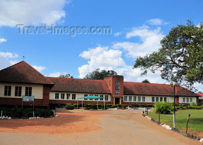 zambia41: Lusaka, Zambia: Lusaka Girls Basic School - colonial architecture - Independence Avenue - photo by M.Torres - (c) Travel-Images.com - Stock Photography agency - Image Bank