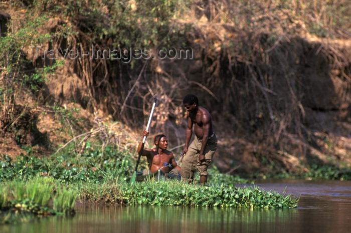 zambia9: Zambezi River, Southern province, Zambia: local villagers fish along the river - photo by C.Lovell - (c) Travel-Images.com - Stock Photography agency - Image Bank