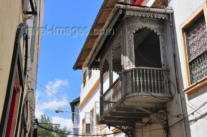 zanzibar112: Stone Town, Zanzibar, Tanzania: decorated balcony over Suicide alley - Shangani - photo by M.Torres - (c) Travel-Images.com - Stock Photography agency - Image Bank