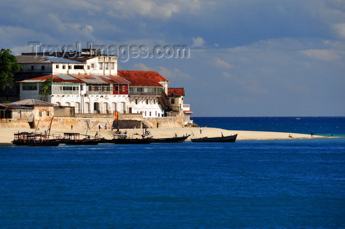 zanzibar114: Stone Town, Zanzibar, Tanzania: beach and dhows - Shangani point - photo by M.Torres - (c) Travel-Images.com - Stock Photography agency - Image Bank