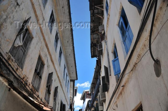 zanzibar121: Stone Town, Zanzibar, Tanzania: Hurumzi area - narrow alley - photo by M.Torres - (c) Travel-Images.com - Stock Photography agency - Image Bank