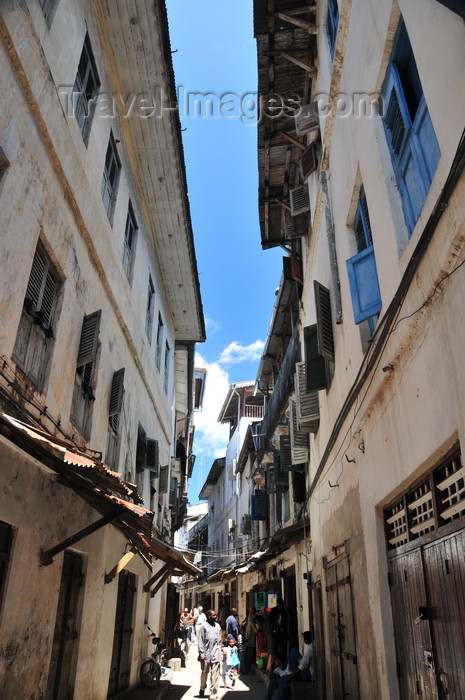 zanzibar122: Stone Town, Zanzibar, Tanzania: Hurumzi area - maze-like, winding streets and alleys of Stone Town, unfit for cars - away from the seafront navigation on foot is also difficult - photo by M.Torres - (c) Travel-Images.com - Stock Photography agency - Image Bank