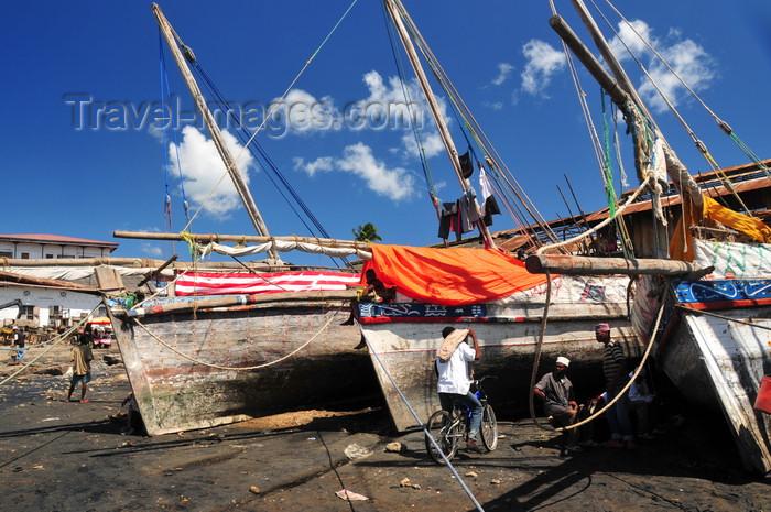 zanzibar134: Stone Town, Zanzibar, Tanzania: fishing boats in the dhow harbour - Malindi area - photo by M.Torres - (c) Travel-Images.com - Stock Photography agency - Image Bank