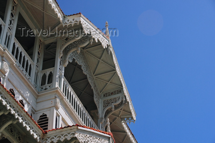 zanzibar139: Stone Town, Zanzibar, Tanzania: Old Dispensary - Stone Town Cultural Centre - originally commissioned by Sir Tharia Topan - balcony and sky - photo by M.Torres - (c) Travel-Images.com - Stock Photography agency - Image Bank