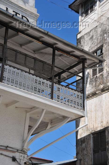 zanzibar151: Stone Town, Zanzibar, Tanzania: balcony of the People's Bank - Soko Muhogo area - photo by M.Torres - (c) Travel-Images.com - Stock Photography agency - Image Bank